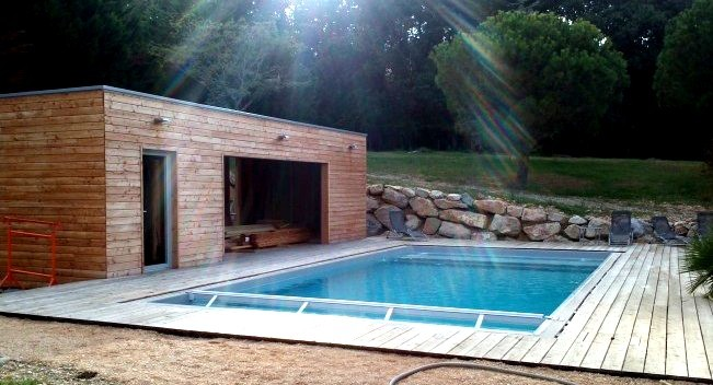 Terrasse et pool house