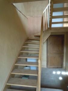 Escalier Frêne, enduits terre crue